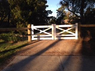 Wooden Gates Victoria Farm Tudor Country Driveway